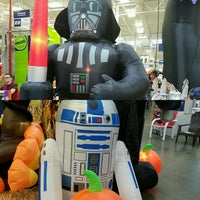 Photo taken at Lowe's Home Improvement by Richmark on 9/25/2016