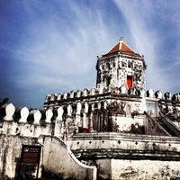 Das Foto wurde bei Phra Sumen Fort von rhapithy 🐱👑 j. am 12/15/2012 aufgenommen
