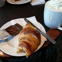 Das Foto wurde bei Starbucks von Yanik A. am 3/30/2013 aufgenommen