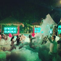 Photo taken at Beach Foam-X Party by Thana-Orn Y. on 2/22/2014