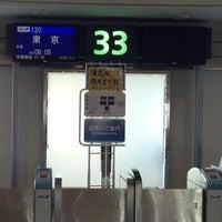Photo taken at Gate 33 by toru o. on 7/22/2013