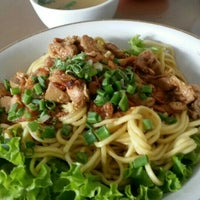Photo taken at Mie Pangsit Gajah Mada by Janto S. on 6/26/2015