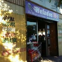 Photo taken at Valle Verde Frutas Y Verduras by Roxana V. on 4/17/2017