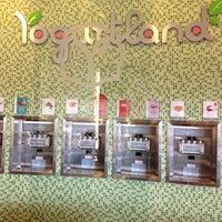 Foto scattata a Yogurtland da Joy S. il 10/4/2012