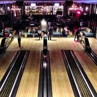12/26/2012 tarihinde Leonardo D.ziyaretçi tarafından Punch Bowl Social'de çekilen fotoğraf