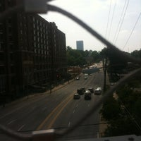 Das Foto wurde bei Atlanta BeltLine Corridor over North Ave von Josh W. am 5/16/2013 aufgenommen