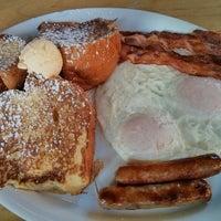 10/17/2013 tarihinde Samson N.ziyaretçi tarafından Kona Kitchen'de çekilen fotoğraf