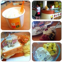Photo taken at Ha Chai Ice~cream by Atcharaphan P. on 5/7/2013