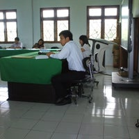 Photo taken at Fakultas Ekonomi UNIMA by adi m. on 7/2/2013
