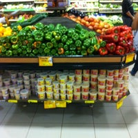 Foto tirada no(a) Supermercado Favorito por Bruno M. em 10/11/2012