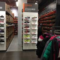 Foto diambil di Nike Factory Store oleh Mansoor A. pada 8/7/2013