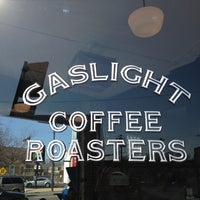 Foto tirada no(a) Gaslight Coffee Roasters por Jimmy S. em 4/21/2013