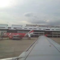 Photo taken at Don Mueang International Airport (DMK) by Piew D. on 7/7/2013