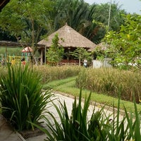 Photo taken at Restoran Kampung Nirwana by Akhmad Z. on 5/1/2014