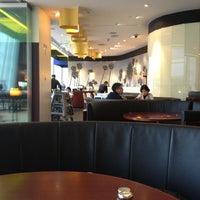 Photo taken at California Pizza Kitchen | 詞碧閣西餐厅 by Kelvin G. on 1/3/2013