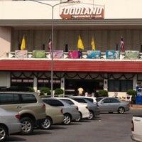 Photo taken at Foodland by Piyapan P. on 12/5/2012