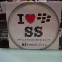 Photo taken at Selular Shop Gandaria City by Ayu P. on 11/13/2012
