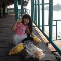 Photo taken at Wat Lam Phaya Floating Market by Da S. on 1/20/2013