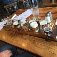 Das Foto wurde bei 10 Barrel Brewing von Mel am 7/27/2015 aufgenommen