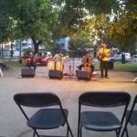 Foto tomada en Plaza Augusto D'halmar por Denisse V. el 12/14/2012