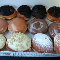 Photo taken at Krispy Kreme Doughnuts by Thuong Love T. on 3/6/2013