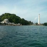 Photo taken at Taman Laut Pulau Lengkuas by Yul Y. on 6/13/2015