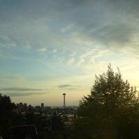 Das Foto wurde bei Bellevue Place von Kerry M. am 4/27/2013 aufgenommen