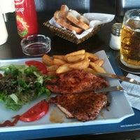 10/6/2012 tarihinde Volkan M.ziyaretçi tarafından Sponge Pub'de çekilen fotoğraf