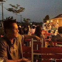 Photo taken at ปลายน้ำ คันทรีวิว by Phunnapa C. on 9/29/2012