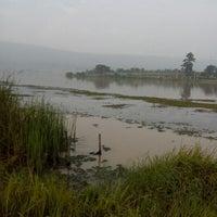 Photo taken at ปลายน้ำ คันทรีวิว by Phunnapa C. on 9/30/2012