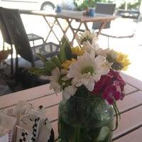 Foto tirada no(a) Susam Cafe por Yalcin P. em 6/18/2013