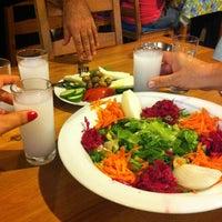8/30/2013 tarihinde B'🍂sakziyaretçi tarafından Badem Cafe'de çekilen fotoğraf
