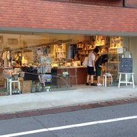 Foto diambil di Shibuya Publishing & Booksellers oleh Hiroko K. pada 8/29/2013
