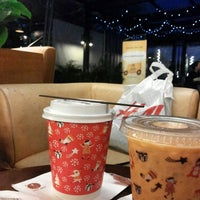 Photo taken at J.CO Donuts & Coffee by Eda W. on 11/12/2014