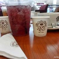 Photo taken at The Coffee Bean & Tea Leaf by Eda W. on 5/9/2014