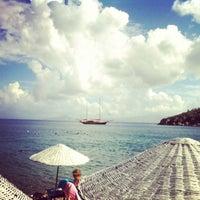 Photo taken at Yeşim Beach & Restaurant by Hüseyin D. on 10/17/2013
