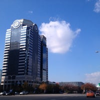 Photo taken at 교보증권빌딩 by MAKCHA on 11/17/2012
