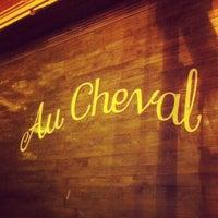 รูปภาพถ่ายที่ Au Cheval โดย Ashley B. เมื่อ 5/18/2013