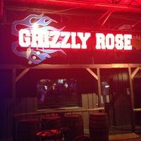 Foto tirada no(a) Grizzly Rose por Kirk M. em 8/5/2013