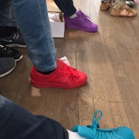Photo prise au Adidas Originals Store Le Marais par Naif .. le418