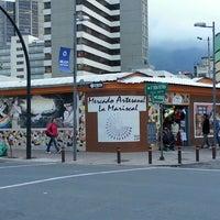 Foto tirada no(a) Mercado Artesanal La Mariscal por Coco V. em 2/21/2014