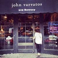 Das Foto wurde bei John Varvatos Bowery NYC von Jordan S. am 7/6/2013 aufgenommen