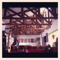 Foto tomada en Greens Organic Restaurant por Pierina P. el 11/3/2012