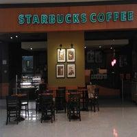 Foto tirada no(a) Starbucks por Leonardo J. em 2/14/2013