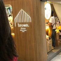 Foto scattata a Brown Café da Fa'iY C. il 9/21/2018