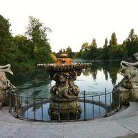 Foto tirada no(a) Kensington Gardens por Mona A. em 6/6/2013