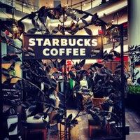 Снимок сделан в Starbucks пользователем İbrahim O. 3/30/2013
