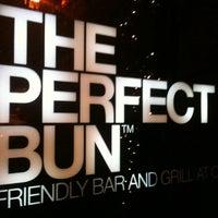 Foto scattata a The Perfect Bun da Donatella F. il 12/13/2012
