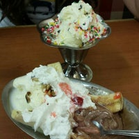 Photo taken at Friendly's Restaurant by Bart H. on 7/20/2015
