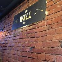 Снимок сделан в The Wall Bar пользователем Dmitry G. 12/9/2016